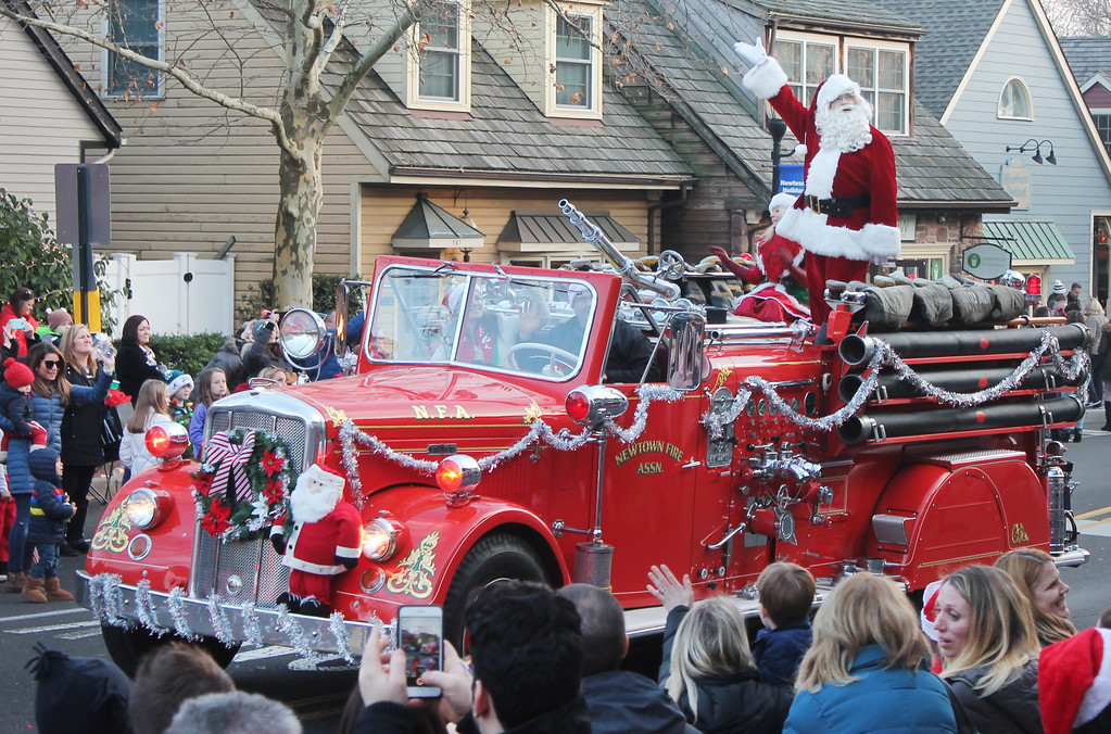 . Santa waves to the crowds gathered on Sycamore Street.