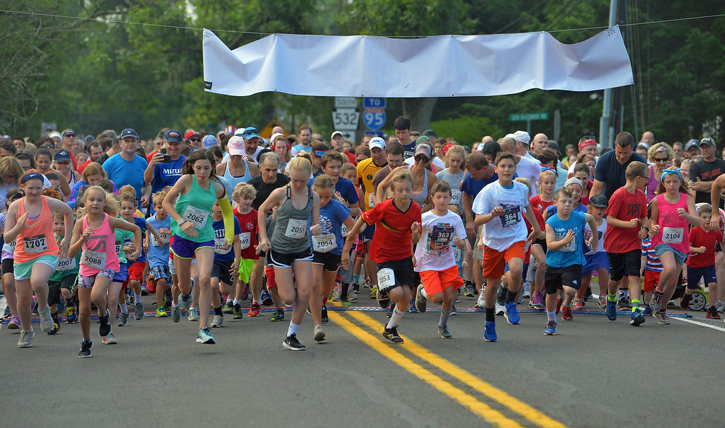 . The Fun Run takes off. (photo by John Gleeson)