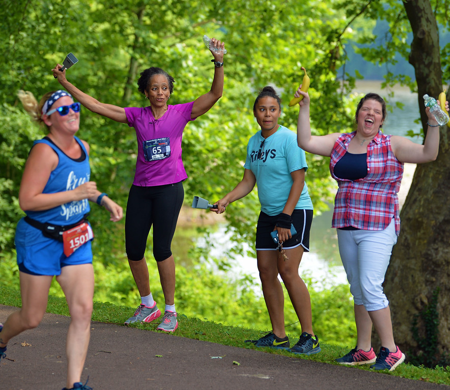 . Enthusiastic fans cheered on 10K runners. (photo by John Gleeson)