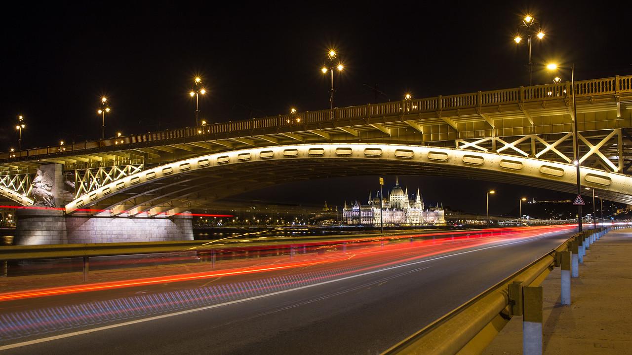 Margaret Bridge and Parliament at night