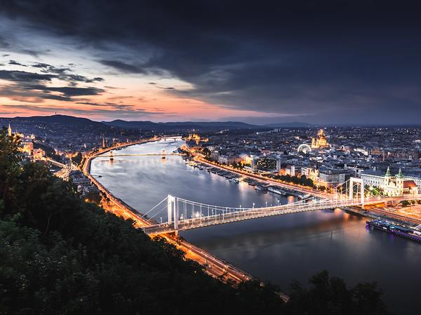 The Divide! - Danube, Budapest