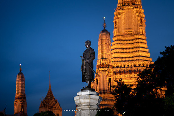 King Rama II's Monument at Wat Arun Ratchawararam