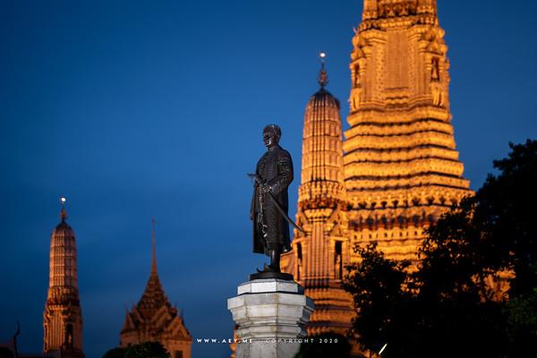 King Rama II's Monument at Wat Arun Ratchawararam