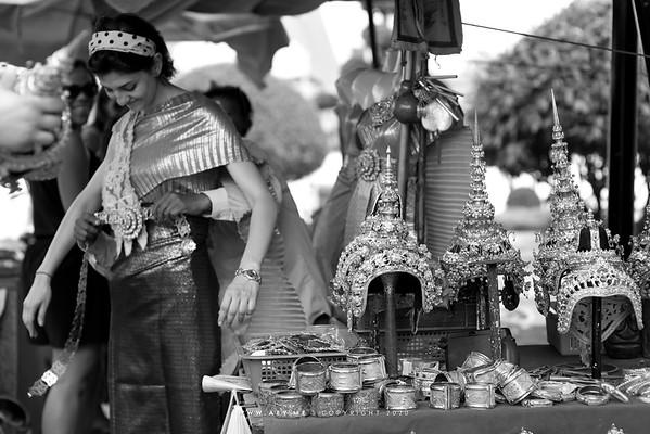 Thai Traditional Dress Rental for Tourist, Wat Arun