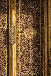 The Doors of Phra Vihara, Wat Buppharam
