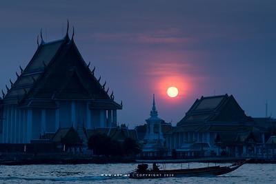 Sunset at Wat Kalayanamitr, and Chao Phraya River