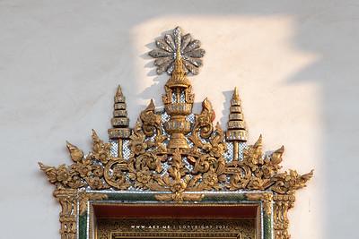 The Insignia of King Rama IV window frame, Phra Vihara, Wat Makut Kasatriyaram