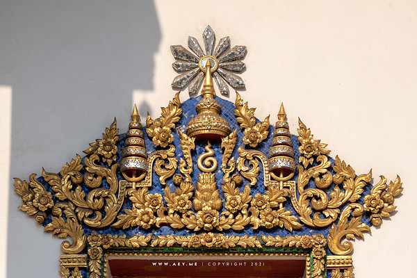 The Insignia of King Rama IV window frame, Phra Ubosot, Wat Makut Kasatriyaram