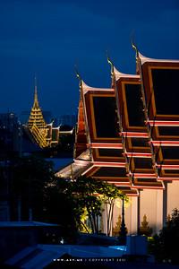 Wat Pho (Wat Phra Chetuphon) & Grand Palace view from Riva Arun