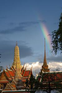 Rainbow and Prasat Phra Thep Bidon and Phra Mondop, Wat Phra Sri Rattana Satsadaram (Wat Phra Kaew)