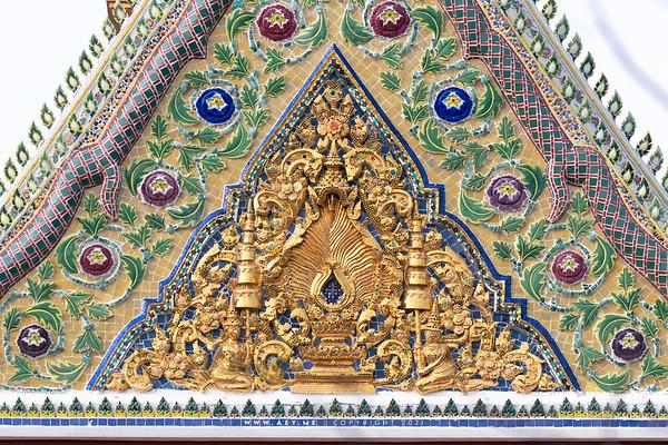The Insignia of King Rama IV, the north Pediment of Phra Vihara, Wat Somanas