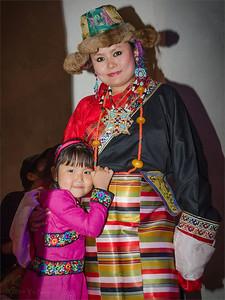 Tibetan woman and girl in Losar 2141 Prague