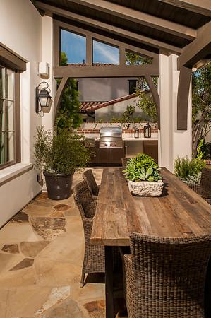 Brown Jordan Outdoor Kitchens Entertains the Neighborhood