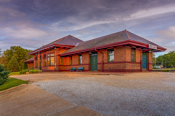Historic CB&Q Depot and WWII Museum - Red Oak, IA