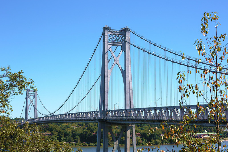 Mid-Hudson Bridge over the Hudson River connects Kingston and Poughkeepsie.