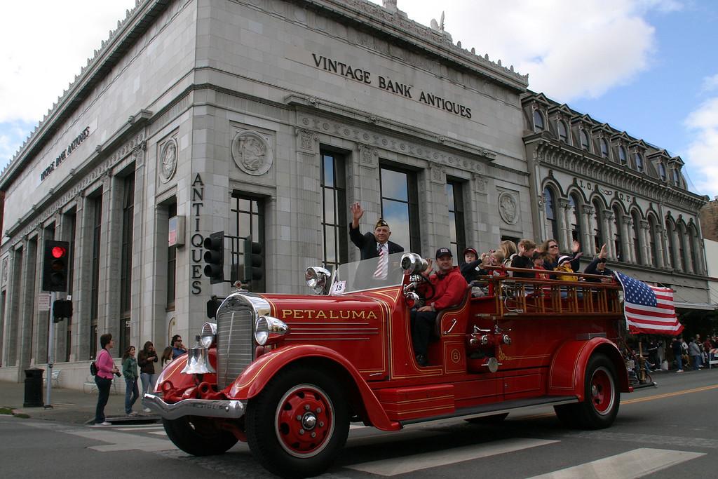 Vets Parade Petaluma