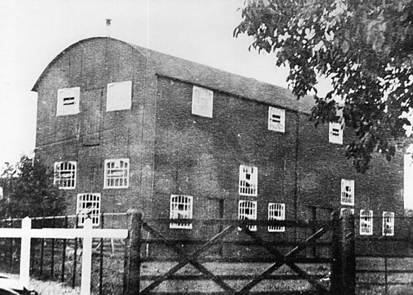 <font size=3><u> - Cookery & Craft Centre - 1911 - </u></font> (BS0120)  Information is particularly scarce.  Further details would be most helpful.  Located between Benson School & The Three Horseshoes Pub, astride the present entrance to Horseshoe Lane.