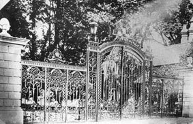 <font size=3><u> - Howbery Park Gates - </u></font> (BS0230)  Entrance to Howbery Park.  These lovely gates were melted down for salvage in WW2.