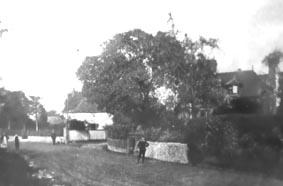 <font size=3><u> - Old London Road c.1900?  -  </u></font> (BS0235)  Crown Inn in the far distance.