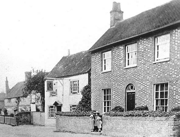 <center><font size=3><u> - Red Brick House - 1910 </u></font> (BS0386)  3 children standing in front of the house.   Red Lion.  Early 1900s.  1910 suggested. </center>