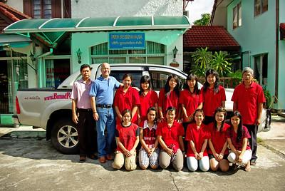 Bunad For Menn sine ansatte ved skredderverkstedet i Chiangmai. Her blir mannsbunader og damebunader sydd og brodert. Vi er stolte av å kunne videreføre en norsk bunadstradisjon hvor håndverk og kvalitet står i fokus.