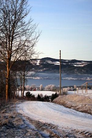 Farbergshagen gård ligger med storslått utsikt over Mjøsa
