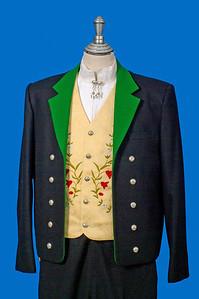 Mannsbunad fra Løken med svart jakke i Engelsk klede