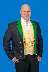 Mannsbunad fra Løken med svart jakke i Engelsk klede.