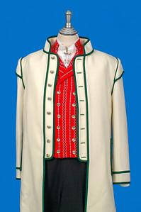 Mannsbunad fra Østfold med hvit jakke i Engelsk klede med grønne biser.