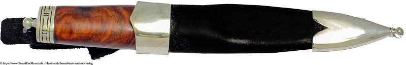 Bunadskniven er laget i en tidløs design etter inspirasjon av nåtidens fremste knivsmeder
