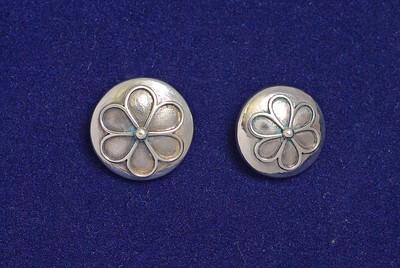 Knapper med klassisk femblads rose mønster til Rogalandsbunad