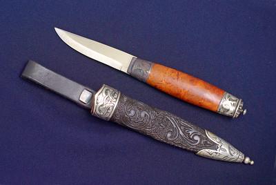 Bunadskniv til Telemarksbunad med dekor i sølv på slire og holk