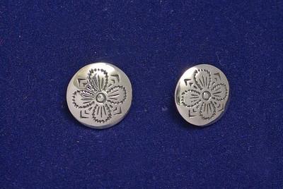 Fireblads mønster på sølvknapp brukt på herrebunad fra Valdres