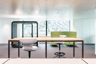 22 Das neue Managementgebäude: Innerhalb des Open-Space Konzepts werden verschiedene Arbeitsplätze angeboten | The new management building: several types of workplace are available within the open-space concept
