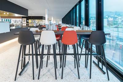 19 Personalrestaurant mit Food Islands. | Staff restaurant with food islands.