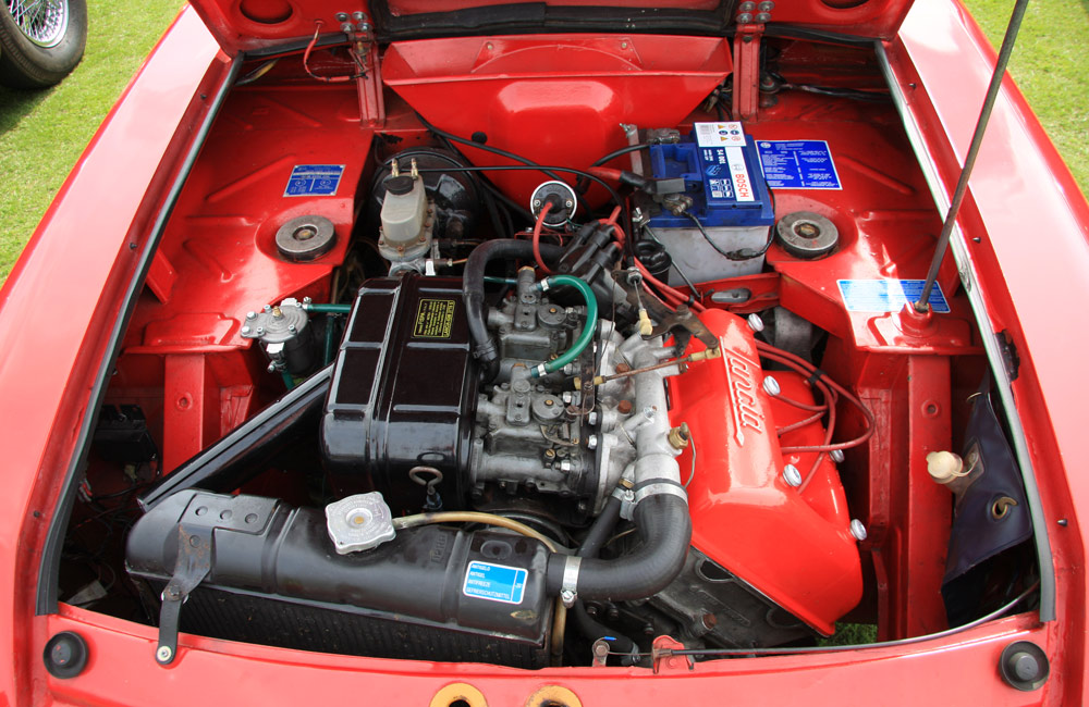 lancia-engine.jpg