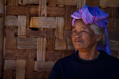 אישה בכפר