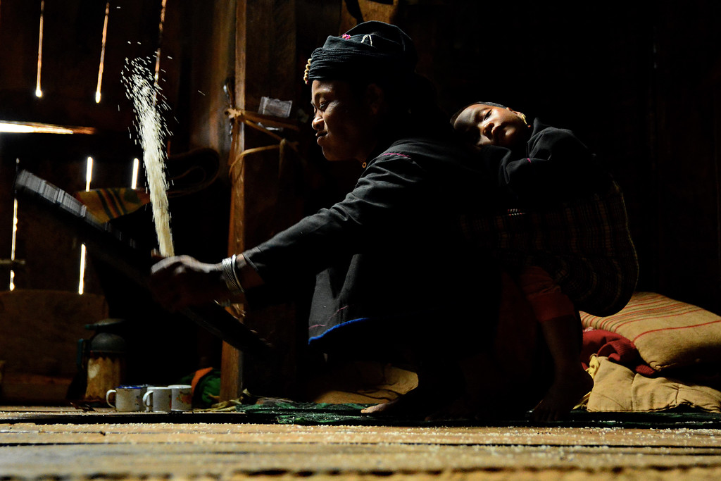 Tossing Rice - En Tribe