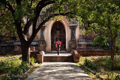 Soe Soe At Sulamani Temple