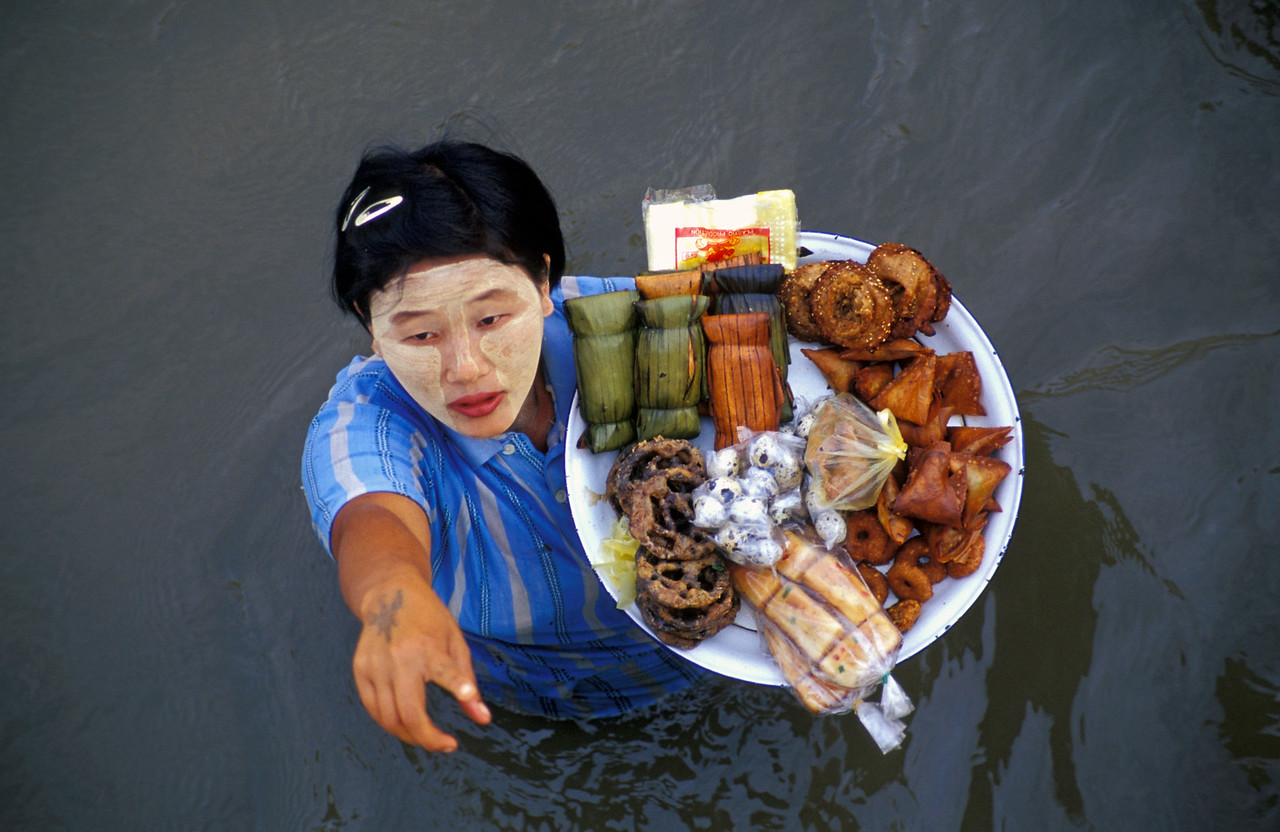 Woman sells meals to boat passengers