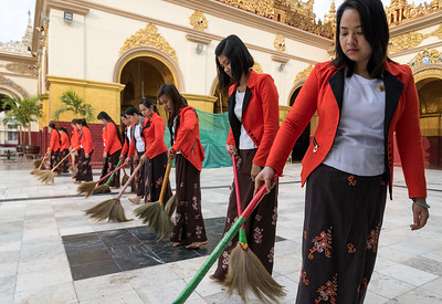 Sweeping the floor of Mahamuni Paya