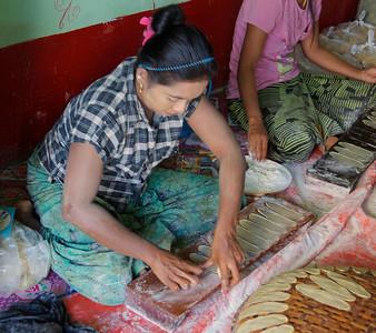 Making Paratha