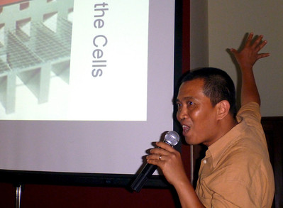Htein Lin Presentation He explains his prison experience.  River Gallery Yangon, Burma 4 September 2012