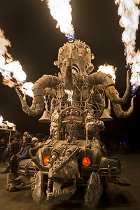 El Pulpo Mechanico lights up the night