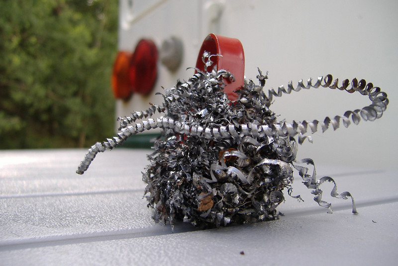 A small magnet makes it possible to collect of all of the metal shavings from the work area.
