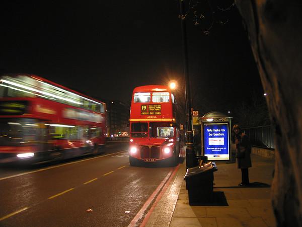 RM85 [Arriva London] 050401