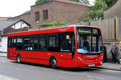DE 26-YX09 HJU London United at Richmond Bus Station