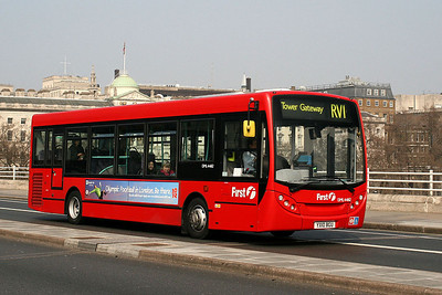 DML 44162-YX10 BGU First London on Waterloo Bridge