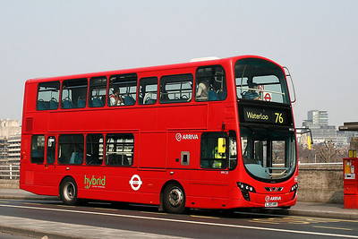HV 22-LJ60 AWR Arriva London on Waterloo Bridge