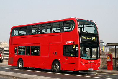 T 171-LJ60 AUW Arriva London on Waterloo Bridge